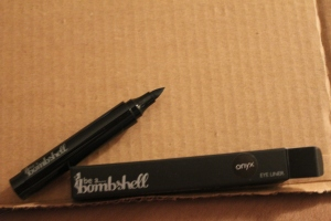 Be a Bombshell Eyeliner Pen in Onyx. This will also help me master the look of the cat eye. It looks like this pen is able to draw fine lines, but it looks like you can easily build it up too.