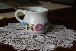 What a beautiful mug and doily!