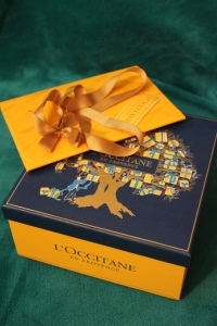So I really didn't need a gift box, but they offered it for free, so I told J. to get it. One thing that I LOVE about L'Occitane is the care and attention to detail: the gift packaging comes with everything you need.