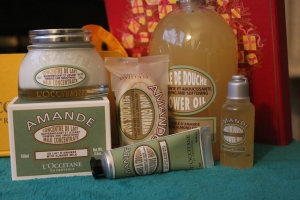 The main attraction: Their Holiday Almond Collection. I'm obsessed with this shower oil, so I had to have this kit.